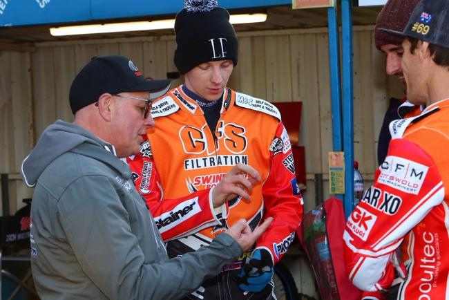 Swindon Robins team manager Alun Rossiter is able to call on Tobiasz Musielak again for tonight's SGB Premiership fixture away at Ipswich Witches after the Polish star missed last week's win at home to King's Lynn Stars due to injury