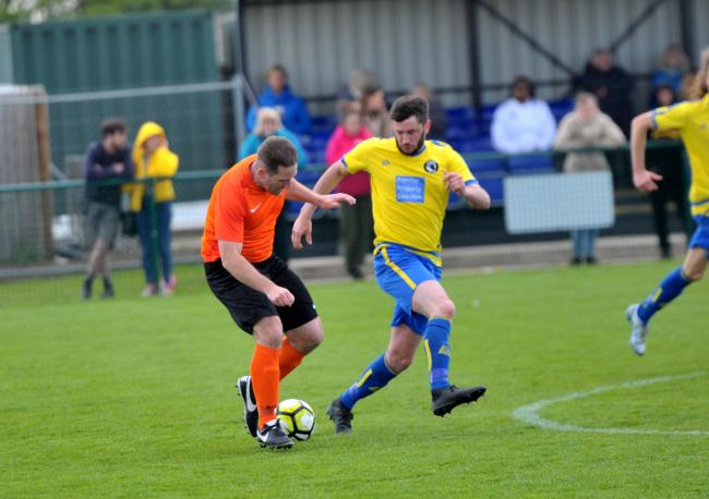 Football, Bassett Bulldogs v Dorcan FC at Wootton Bassett..left 2 right .Pic - Colin Cochrane ( Bassett ), Domonic Swan ( Dorcan ).Date 4/5/19.Pic by Dave Cox.