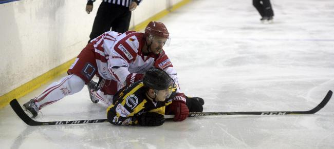 Neil Liddiard has signed a new contract to remain at Swindon Wildcats