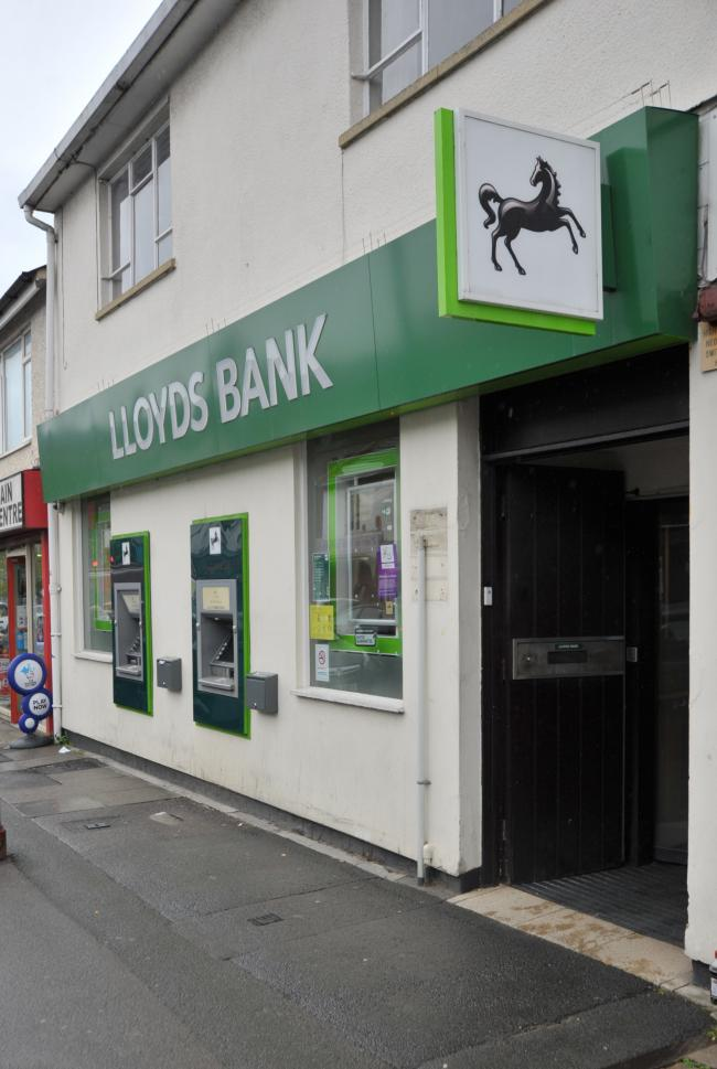 Lloyds Bank, Gorse Hill..Pic - gv.Date 29/5/19.Pic By Dave Cox.