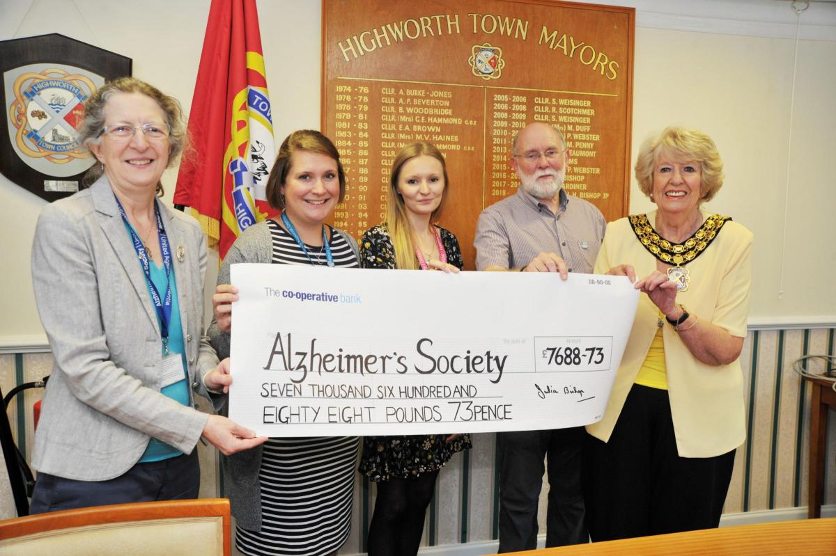Highworth mayor presents cheque for more than £7,000 to Alzheimer's