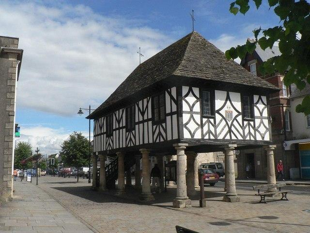 This week's route from Swindon Ramblers begins and ends a few steps from historic Royal Wootton Bassett's High Street
