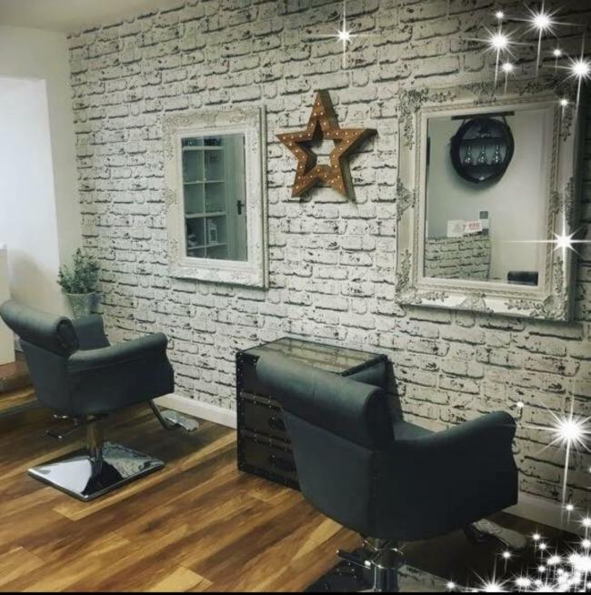 Beautiful place - hidden gem tucked away on the Highworth High Street, easy parking. Both ladies spoil you, it is time to sit back & relax - be pampered. Plenty treatments too nails, eye lad tint & sunbed.